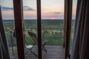 Afrika Erfahren, Namibia Rundreise Selbstfahrer, Etosha Nationalpark, Dolomite Camp Chalet bei Sonnenaufgang