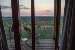 Afrika Erfahren, Namibia Rundreise Mietwagen, Etosha, Dolomite Camp Chalet bei Sonnenaufgang