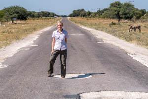 Afrika Erfahren, Botswana Rundreise Mietwagen ums Okavango Delta, Tiefe Schlaglöcher