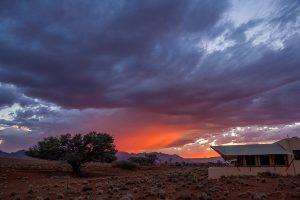 Afrika Erfahren, Namibia, Mietwagenreise, Sonnenaufgang nach dem Sturm