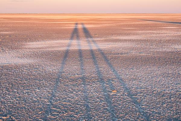 Afrika Erfahren, Botswana, Selbstfahrer, Lange Schatten auf Makgadikgadi Pans