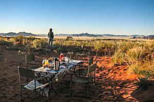 Afrika Erfahren, Namibia, Naukluft, Tok-Tokkie-Trail, Frühstück, Gedeckter Tisch im Sand