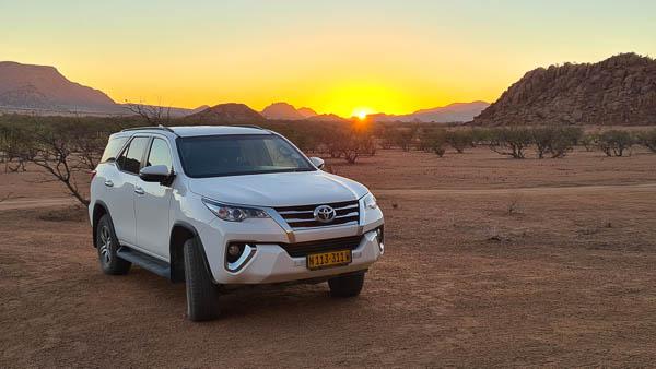 Namibia Rundreise Corona, Twyfelfontein Adventure Camp, Mietwagen, Sonnenaufgang
