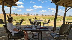 Namibia Rundreise Selbstfahrer, Corona, Red Dunes Lodge, Terrasse