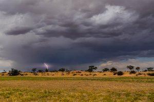 Namibia Rundreise Mietwagen, Red Dunes Lodge, Gewitter